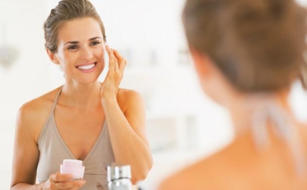 woman-moisturizing-skin-2