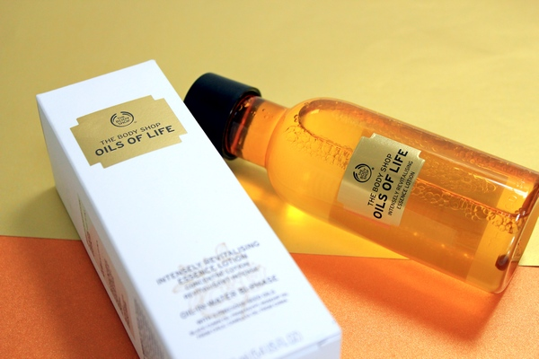 Oils-of-Life- Intensely-Revitalising-Bi-Phase-Essence-Lotion-packaging (2)