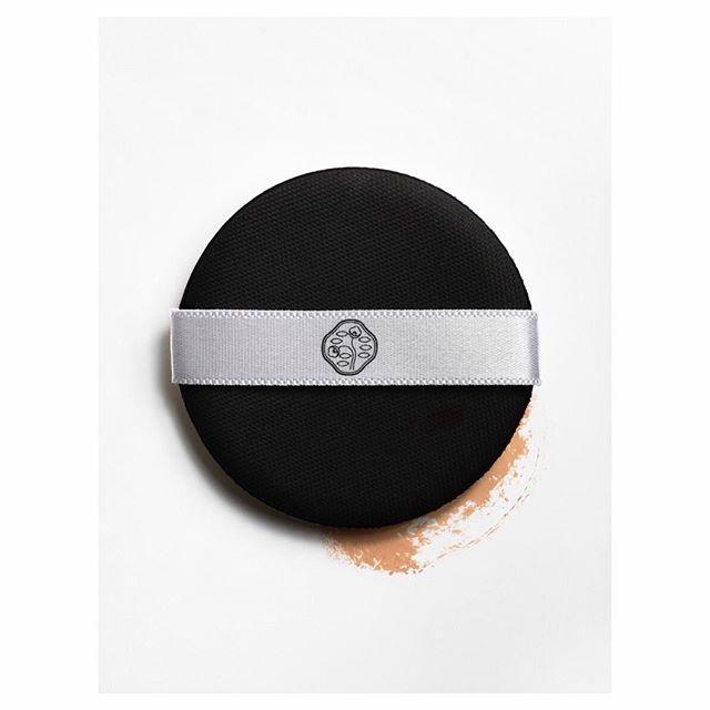 review-shiseido-synchro-skin-glow-cushion-compact-2