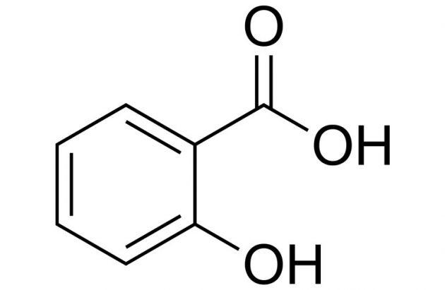 Thuc-su-sua-rua-mat-chua-Salicylic-Acid-hoac-Glycolic-Acid-co-lam-sach-hieu-qua-cho-da-dau-1